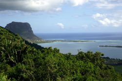 iStock 000003639311 Large 250x166 - Beaches, history and culture – Mauritius has it all