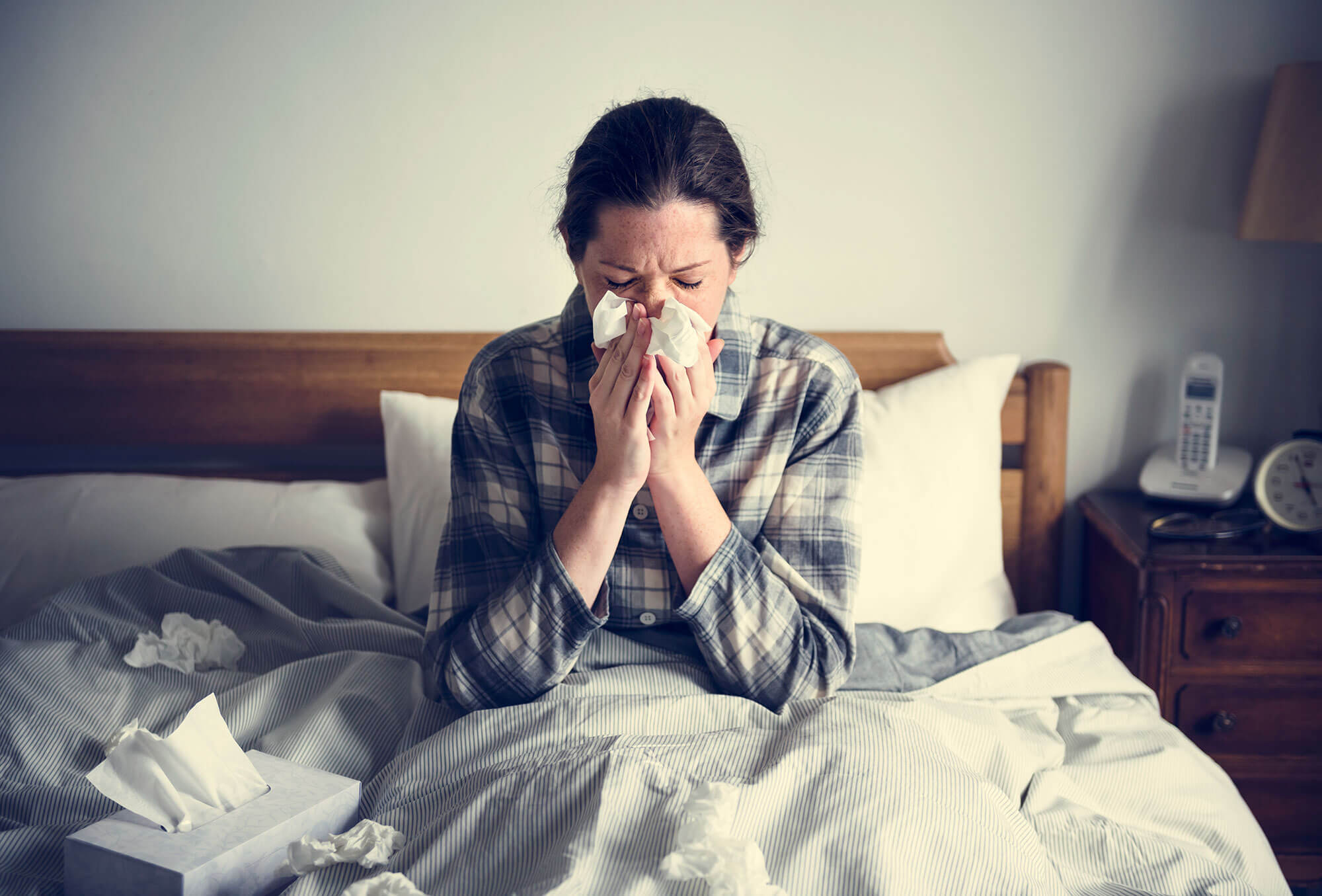 a woman suffering from flu in bed PVF9NLP - News-old